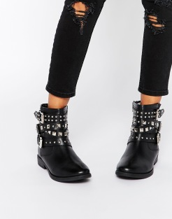 Bottines motard cloutées, Asos, 69,99 euros