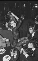 ARCHIVES - JERRY HALL LORS D' UNE SOIREE A PARIS EN 1976