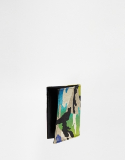 Porte-passeport camouflage, Asos, 11,49 euros