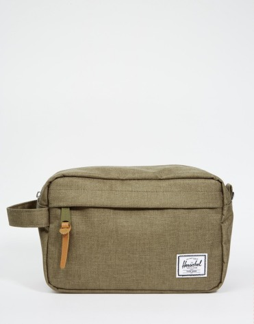Trousse de toilette, Herschel Supply Co, 29,99 euros