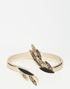 Bracelet ouvert avec feuilles et strass, Oasis, 18,99 euros