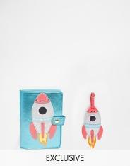 Etiquette bagage et porte-passeport fusée, SkinnyDip, 24,99 euros