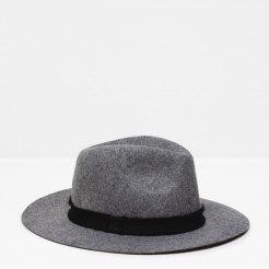 Chapeau à bord fin, Zara, 25,95 euros