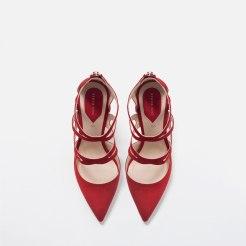 Escarpins à lanières en cuir rouge, Zara, 39,99 euros