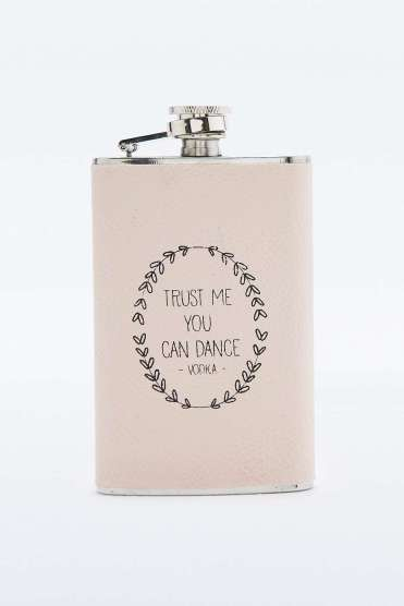 Flasque Trust me, Urban Outfitters, 10 euros