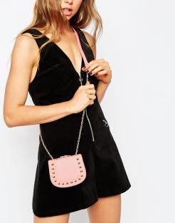 Mini-sacoche bandoulière avec clous, Asos, 9,99 euros