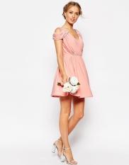 Mini-robe drapée à épaules dénudées, Asos Wedding, 33,99 euros