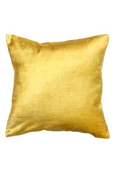 Housse de coussin en velours jaune, H&M Home, 7,99 euros