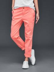 Pantalon girlfriend chino, Gap, 54,95 euros