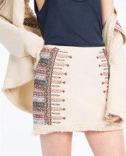Jupe brodée, Zara, 29,95 euros