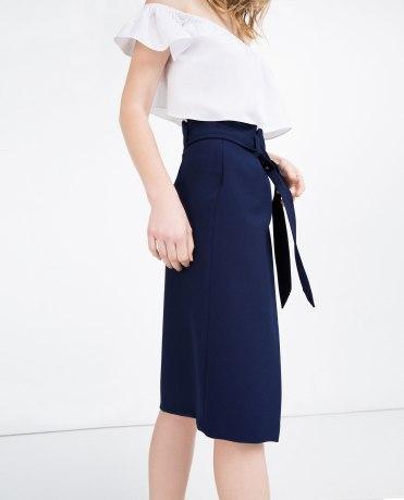 Jupe tube avec ceinture, Zara, 49,95 euros