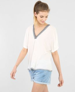 T-shirt col V tissé, Pimkie, 17,99 euros