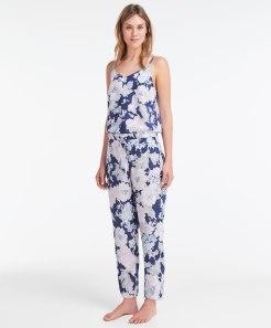 T-shirt et pantalon cretonne effet poudré, Oysho, 19,99 et 22,99 euros