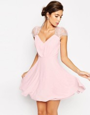 Mini robe en dentelle Kate, Asos, 64 euros