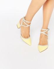 Chaussures pointues à talon et détails cloutés, Sponsor, Asos, 57 euros