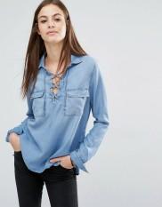 Chemise en jean très douce avec laçage, Abercrombie & Fitch, 75 euros