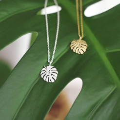 Collier monstera, argenté ou doré, 15 euros