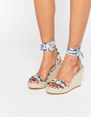 Sandales compensées à nouer sur la jambe Talent, Asos, 46 euros