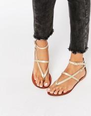 Sandales plates en cuir, Forceful, Asos, 26 euros