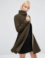 Manteau coupe patineuse à col cheminée, Asos, 100 euros