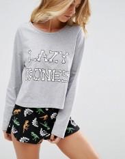 T-shirt et short de pyjama avec slogan d'Halloween Lazy Bones, Asos, 27 euros