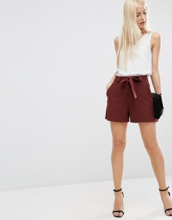 Short taille haute avec ceinture, Asos, 27 euros