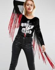 Body d'Halloween en velours avec manches à franges et pièce à sequins appliquée, Jaded London, 87 euros