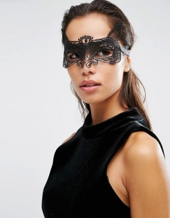 Masque d'halloween en dentelle Sienna, Johnny Loves Rosie, 22 euros