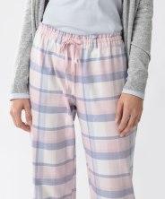 Pantalon à carreaux roses, Oysho, 17 euros