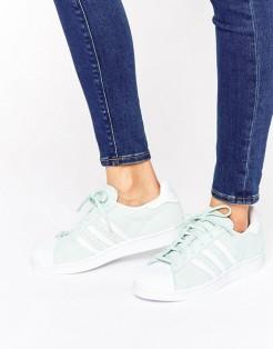 Baskets Superstar vert menthe, Adidas Originals, 110 euros