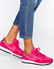 Baskets Internationalist rose vif et kaki, Nike, 90 euros