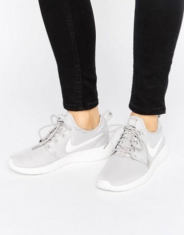 Baskets Roshe 2 grise, Nike, 100 euros