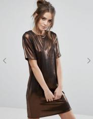 Robe courte droite métallisée, Warehouse, 47 euros