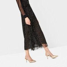 Chaussures à talons ouvertes à l'arrière lamée, 29,95 euros, Zara