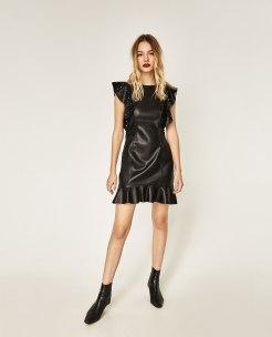 Robe courte en simili cuir, 39,95 euros, Zara