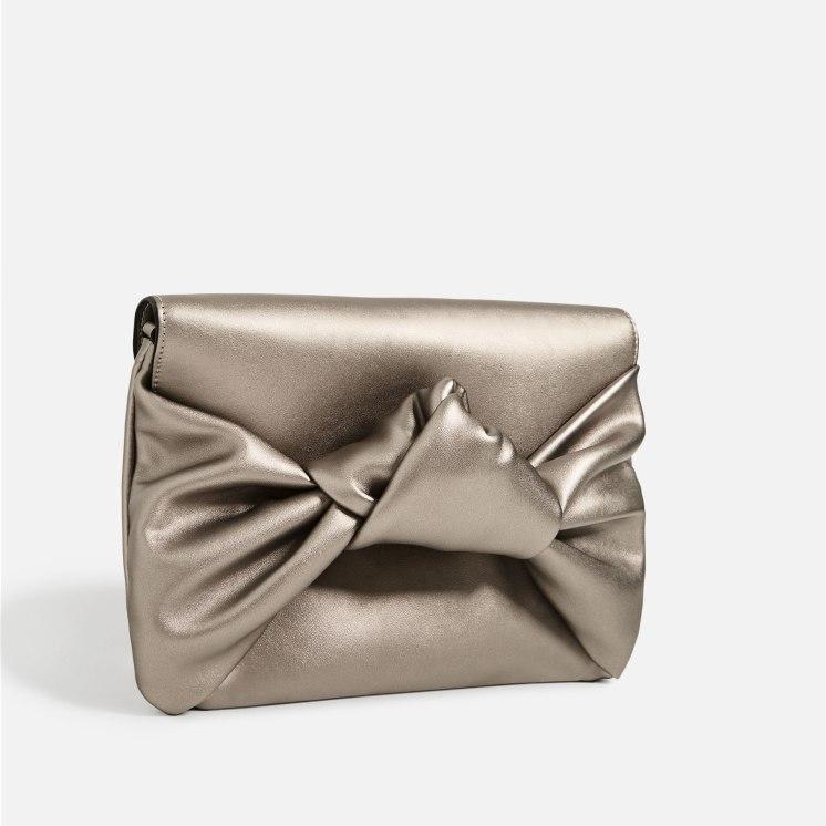Sac enveloppe à noeud, 19,95 euros, Zara