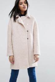 Manteau cocon oversize en laine mélangée bouclée texturée avec col cheminée, Asos, 114 euros