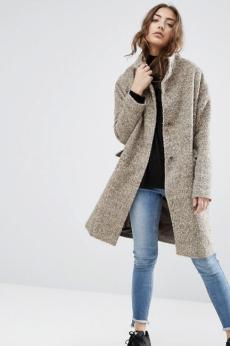 Manteau oversize en laine mélangée avec col cheminée, Asos, 100 euros