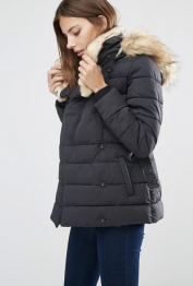 Parka courte matelassée luxueuse, Warehouse, 117 euros