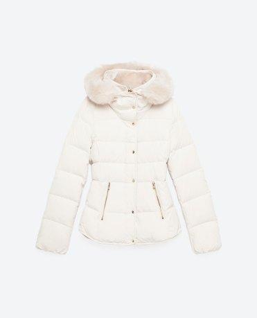 Anorak court avec capuche, Zara, 49,99 euros