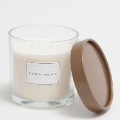 Bougie parfumée Dark Amber, Zara Home, 19,99 euros