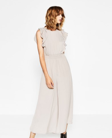 Combinaison avec volants à l'épaule, Zara, 29,99 euros