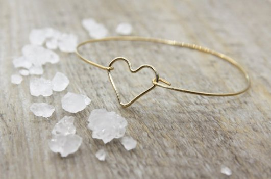 Bracelet jonc coeur plaqué or, LesCollectibles, 25 euros