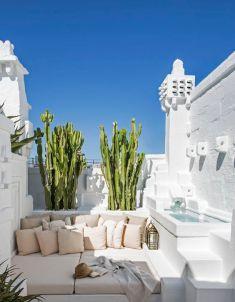 La maison blanche de l'architecte Pino Brescia, cachée dans un village des Pouilles : Réalisation : Marie-Claire Blanckaert